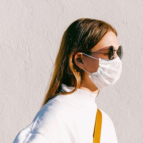 femme tendance beaute masque
